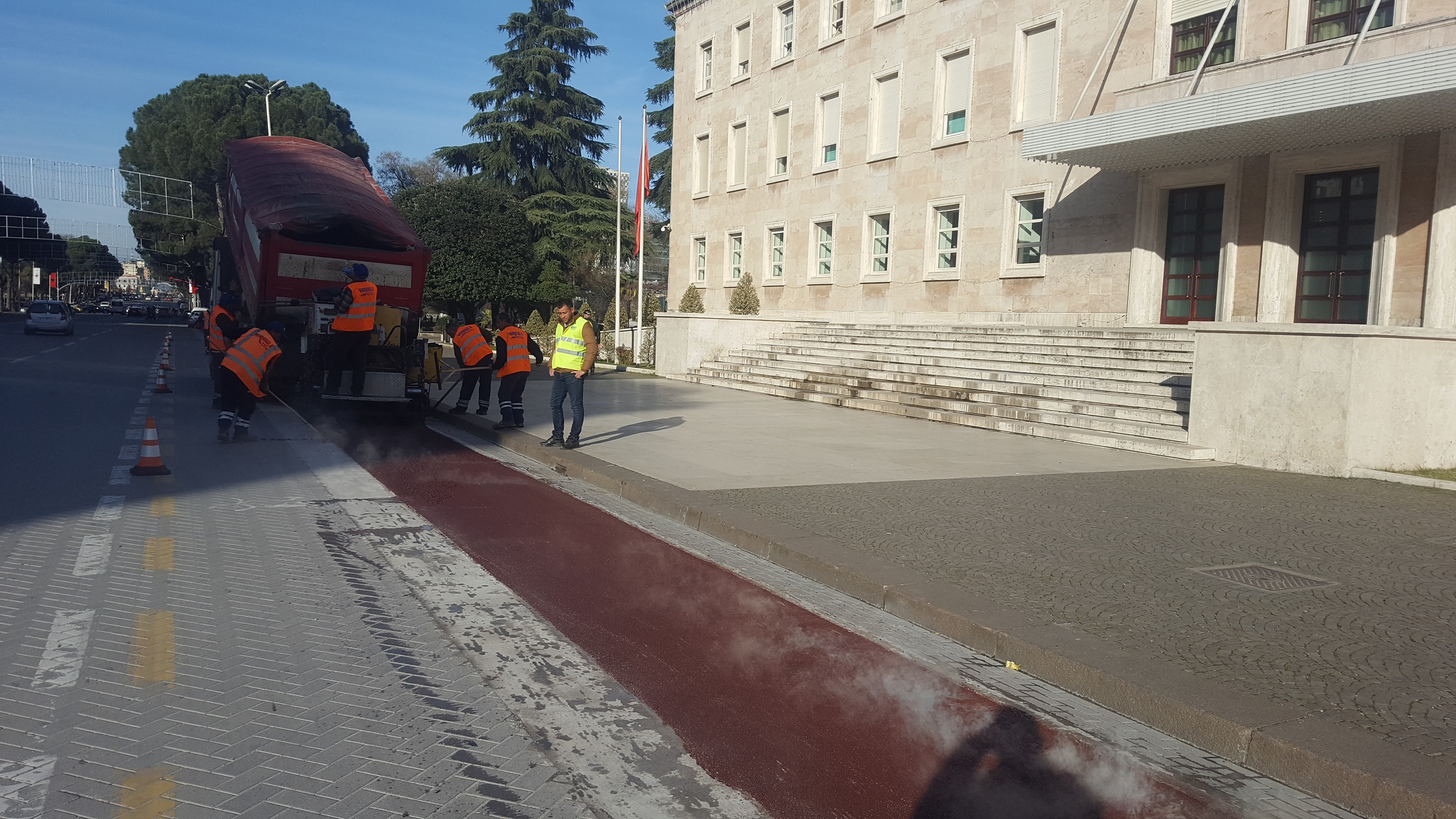 Putting the bicycle lanes in the Deshmoret e Kombit Boulevard and Zogu i Pare Boulevard, Tirana